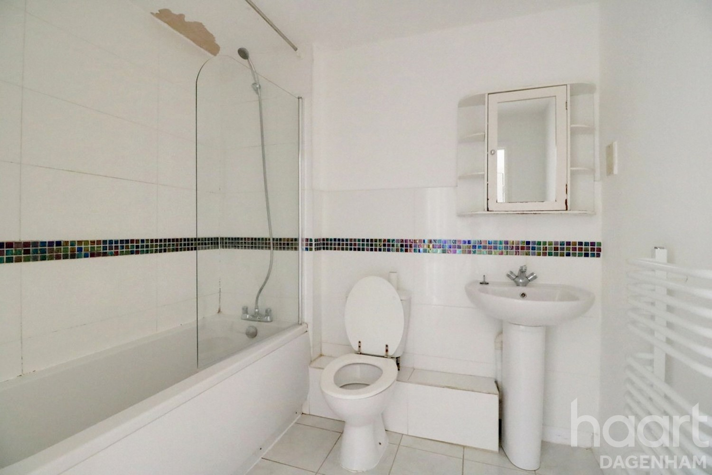 2 bedroom Flat / Apartment | Roberts Place, Dagenham | £ ...