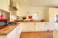 Kitchen / Breakfast Room  11ft 9ins x 16ft 7ins (3.58m x 5