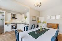Kitchen / Diner 18ft 1 x 16ft 1 (5.52m x 4.89m)