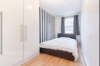 Bedroom  13ft 10ins x 6ft 11ins (4.22m x 2.11m)