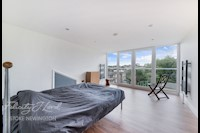 Bedroom  16ft 1ins x 9ft 0ins (4.9m x 2.74m)