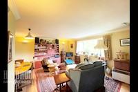 Bedroom 10ft 5ins x 11ft 8ins (3.2m x 3.58m)
