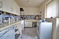 Kitchen 11ft 5insx5ft 10ins (3.48m x 1.78m)
