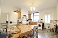 Kitchen / Breakfast Room 13ft 1ins x 12ft 5ins (4.01m x 3.