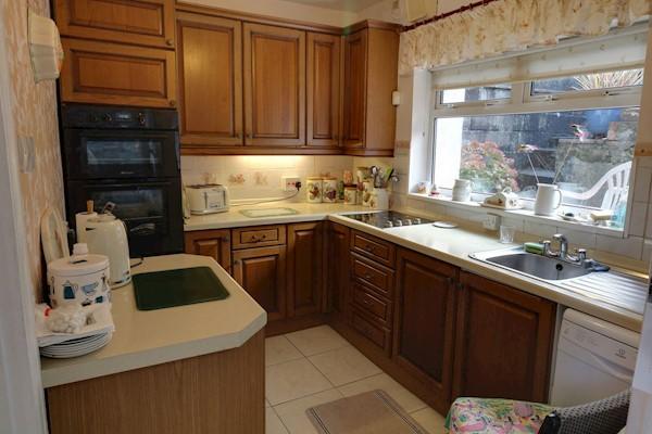 Kitchen 3.09m x 2.27m (10ft 2ins x 7ft 5ins)