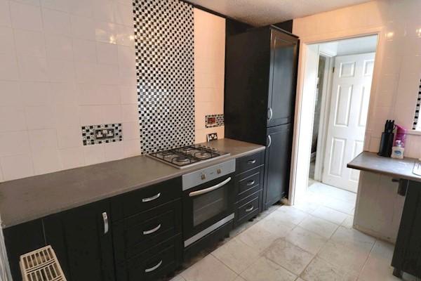 Kitchen 2.89m x 2.64m (9ft 6ins x 8ft 8ins)
