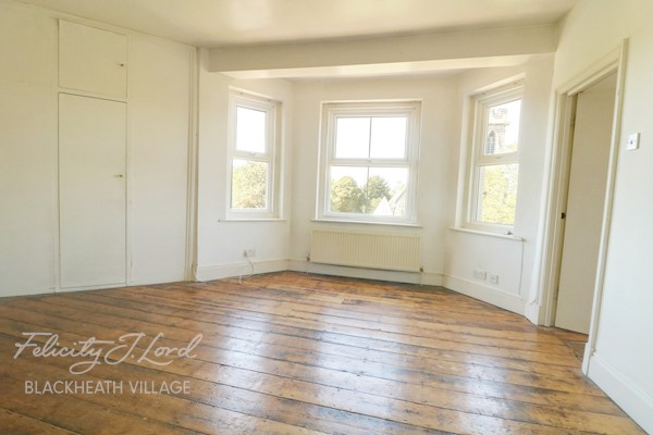 Bedroom 3.4m x 2.4m (11ft 2ins x 7ft 10ins)