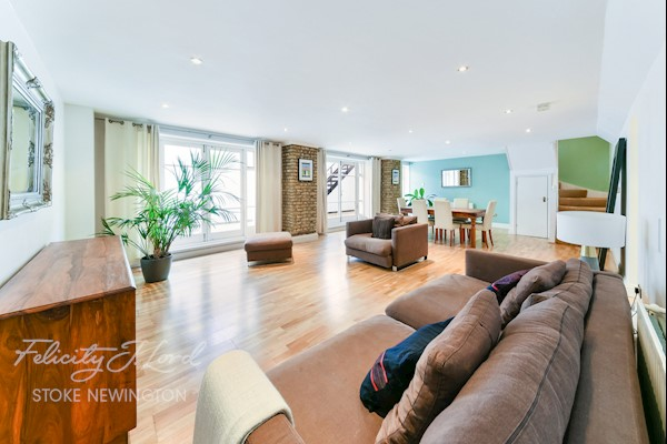 Living Room  30ft 10ins x 17ft 6ins (9.4m x 5.33m)