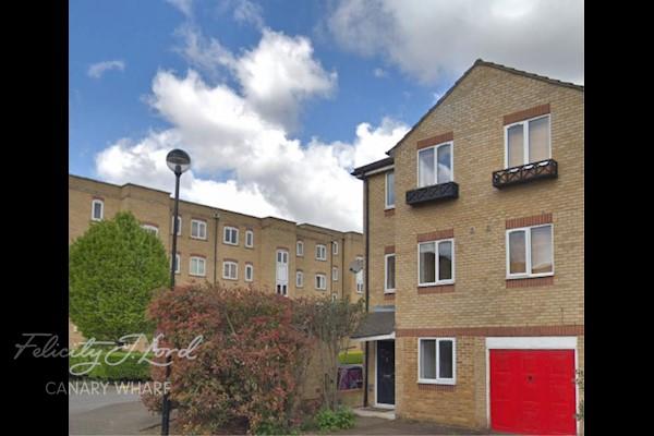 Ferguson Cl, London E14, UK - Source: Felicity J Lord
