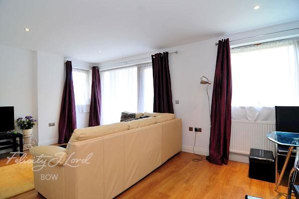 43B, Kensworth House, Cranwood St, London EC1V 9PA, UK - Source: Felicity J Lord