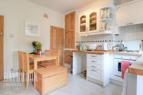 Kitchen 12ft 4 x 11ft 4 (3.76m x 3.45m)